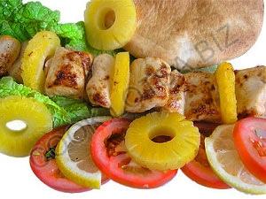 Шашлык из куриного филе с ананасами