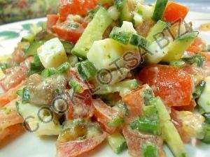 Cвежий салат с жареными грибами