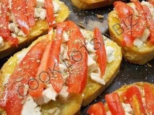 Горячий бутерброд с курицей и сыром сулгуни